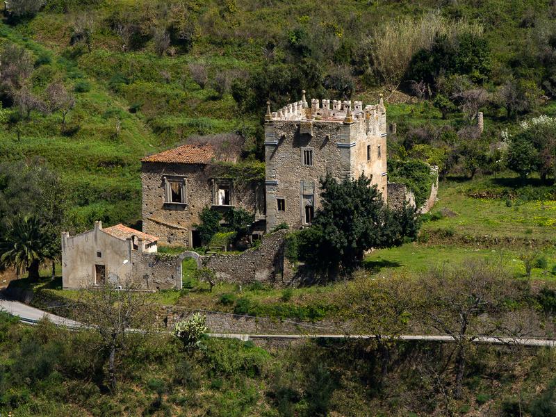 Torre Saracena e complesso medievale