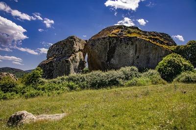 Roccia bucata di Floresta