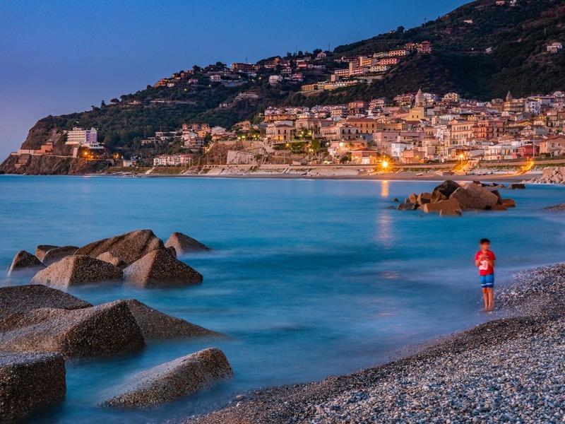 Gioiosa Marea vista dalla spiaggia di Zappardino